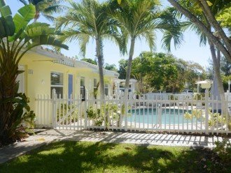 Bahama Beach Club - Studios, 1/1s - Walk to Beach #1