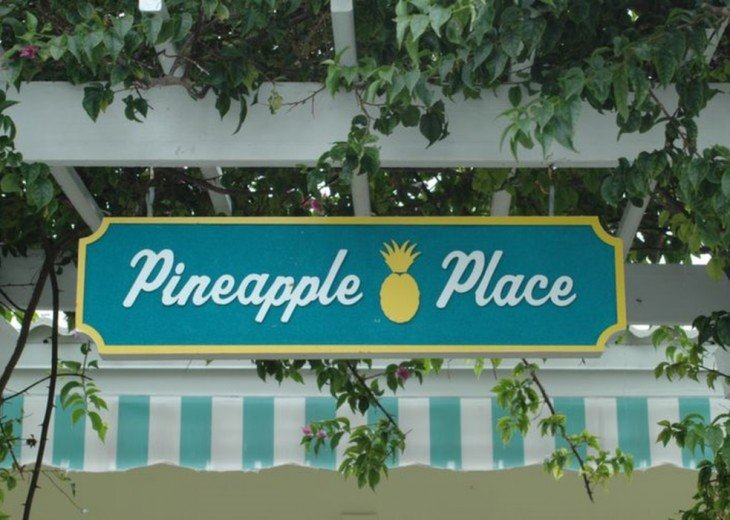 Pineapple Place - 1/1s and 2/2 - Walk to Beach #23