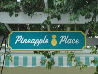 Pineapple Place - 1/1s and 2/2 - Walk to Beach #1