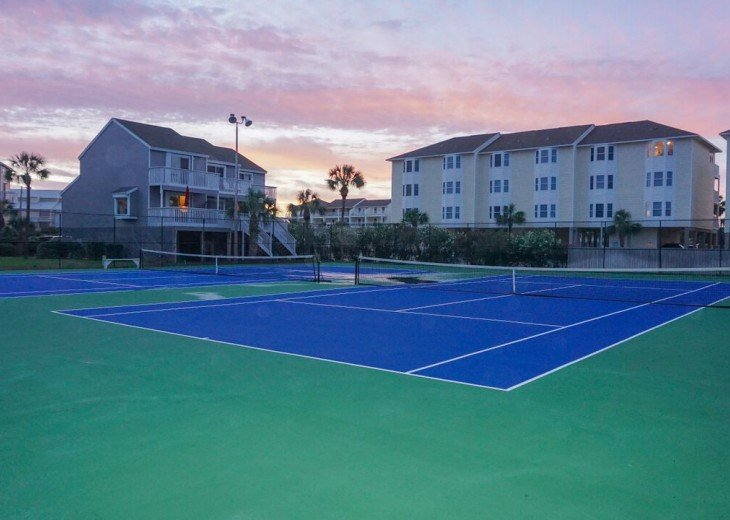 2 lighted tennis courts..the only tennis courts on Cape San Blas!