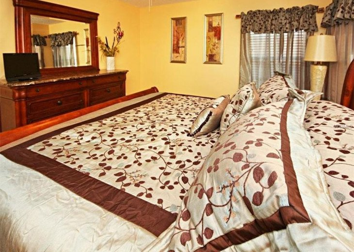 """Exquisite Resort Home with all comforts of """"Home Away from Home"""" for 6 to 16 #14"""