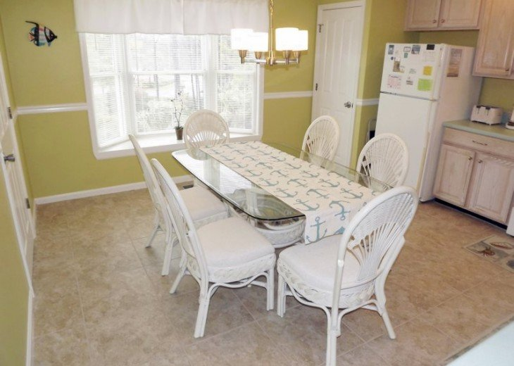 Eat-in kitchen dinette set