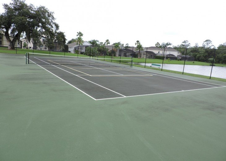 Lake Berkley Resort tennis court