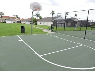 Lake Berkley Resort basketball court