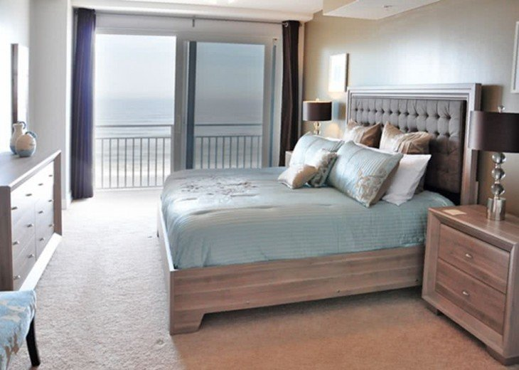 Oceanfront Luxury OPUS 3 Beds 3 Baths NO HURRICANE DAMAGE #19
