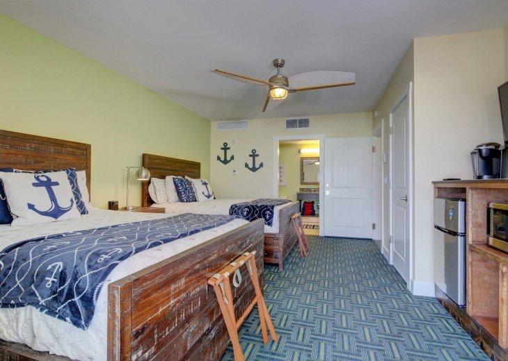 Guest bedroom (2 queens)