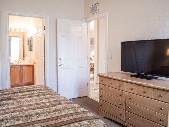 Queens Bedroom 1st Floor w/Bathroom