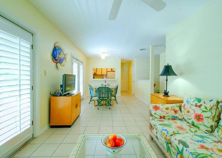 3 BR, 2 BA Margaritavilla Beach Cottage in Old Town - Ask About Our Specials! #2