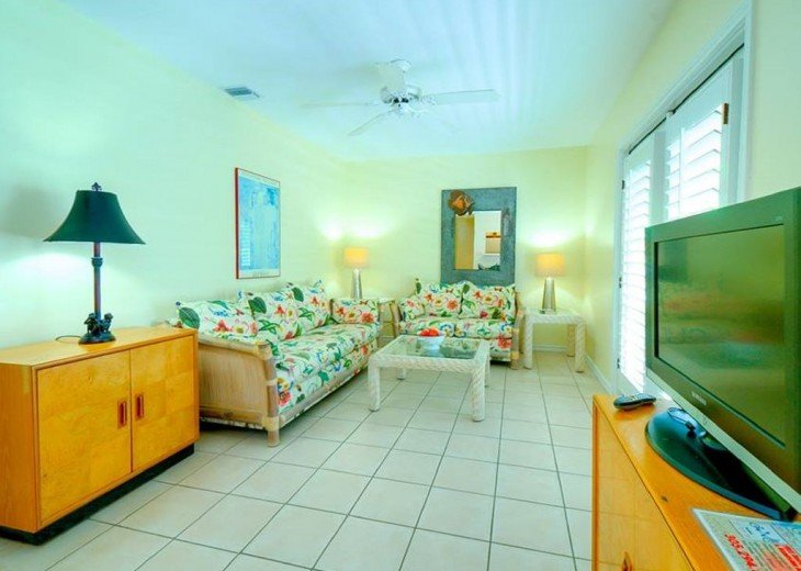 3 BR, 2 BA Margaritavilla Beach Cottage in Old Town - Ask About Our Specials! #3