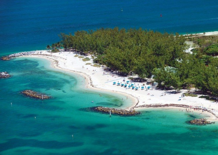6 BR, 5.5 BA Luxury Key West Beach House in Old Town at Fort Zachary Taylor #85