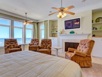 Beach Front!!! Elevator accessing all levels including the beach and Splash Pool #1