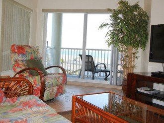 Sofa, Recliner, Balcony WidescreenTV Looking From Top Floor Gulf View & Beaches.