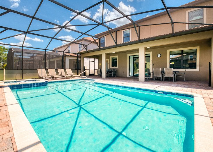 An OUTSTANDING 8 bedroom vacation home with private pool/spa/huge lot #40