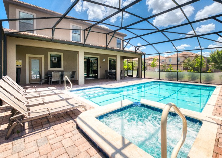An OUTSTANDING 8 bedroom vacation home with private pool/spa/huge lot #41