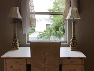 Working Vacation? Whole house Wi-Fi, full size desk, comfortable chair