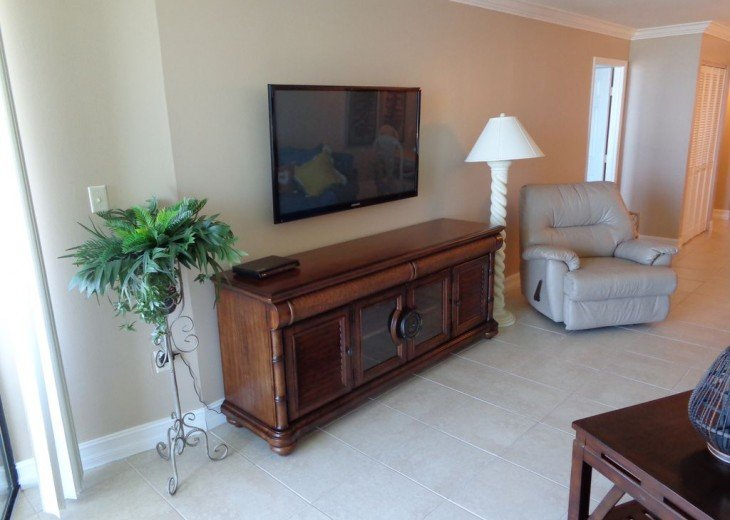 SS Tower 4 - Unit #1801 Beachfront 2-Bedroom/2-Bath Condo on The Gulf of Mexico #4