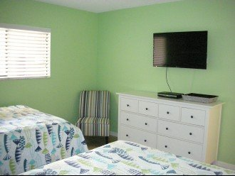 3RD BDRM WITH 2 FULL BEDS AND TV