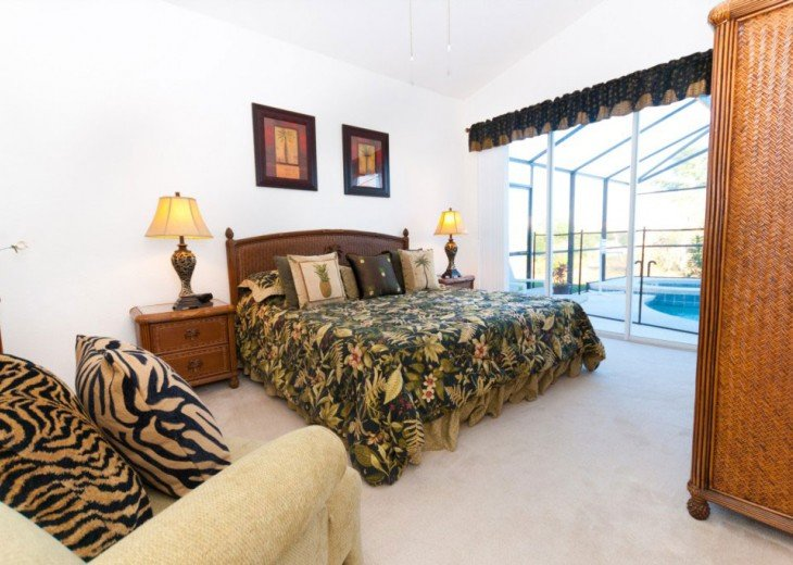Master bedroom with King size bed and ensuite bathroom. Overlooks your pool.
