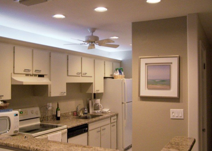 Well-equipped kitchen with full-size appliances and direct Gulf view