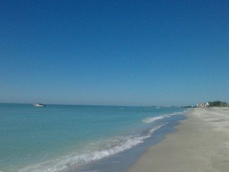 We are at the quiet end of Siesta Key
