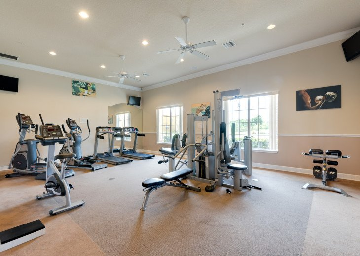 Enjoy your Orlando vacation in a affordable 4 br vacation home with pool & spa #20