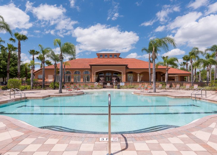 Enjoy your Orlando vacation in a affordable 4 br vacation home with pool & spa #18