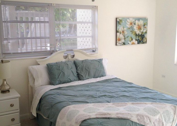 5 Bedroom 4 Bath Canal Front Home Sleeps 12. (28 day min. rental) #8