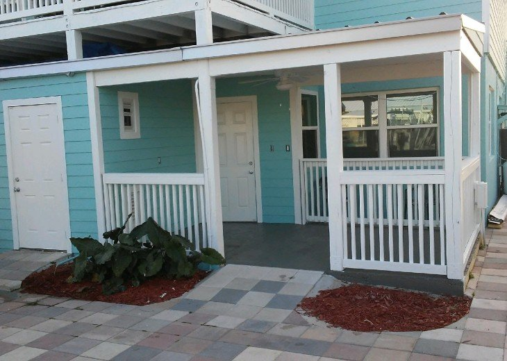 5 Bedroom 4 Bath Canal Front Home Sleeps 12. (28 day min. rental) #2