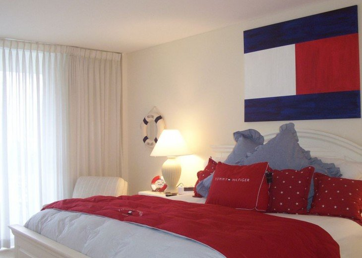 Tommy theme in bedroom