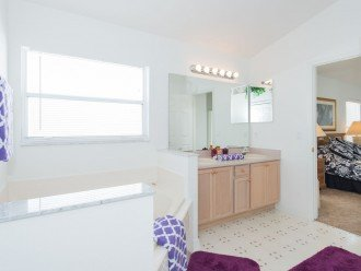 Master Suite 1 - En-suite Bathroom with large bath tub and walk-in shower