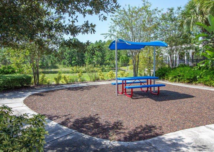Watersong, Florida, picnic area