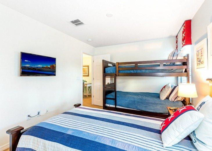 Guest Bedroom 6 - wall-mounted flatscreen TV, Jack & Jill Bathroom