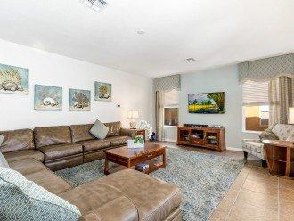 Lovely spacious family living room with flatscreen TV - Florida Home