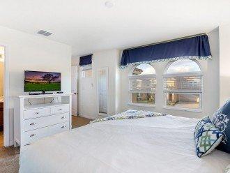 Master Suite 3 - King Bed, flatscreen TV and En-suite Bathroom