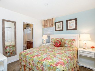 Master Suite 4 - King Bed, TV and En-suite Bathroom