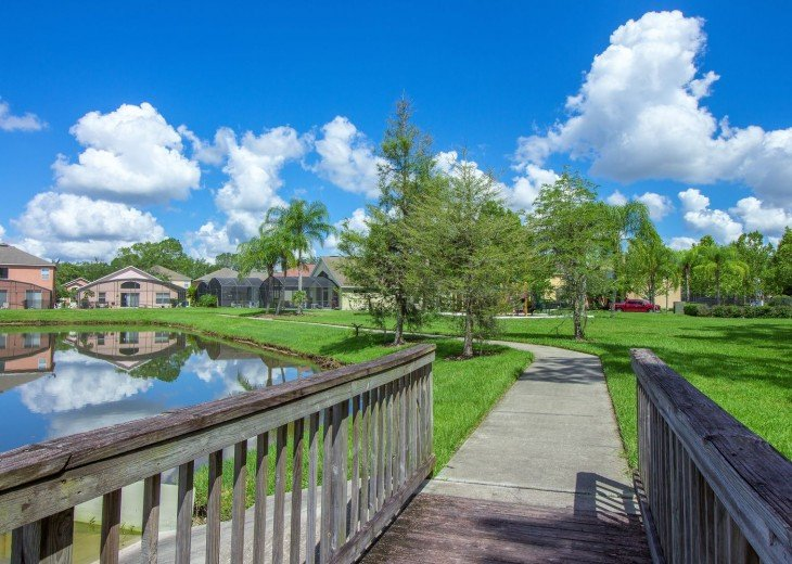 Seasons, Kissimmee, Florida - take a stroll around the lake