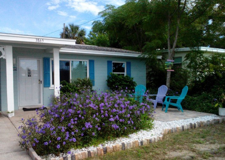 Daytona Beach Shores bungalow-steps to the beach! #1
