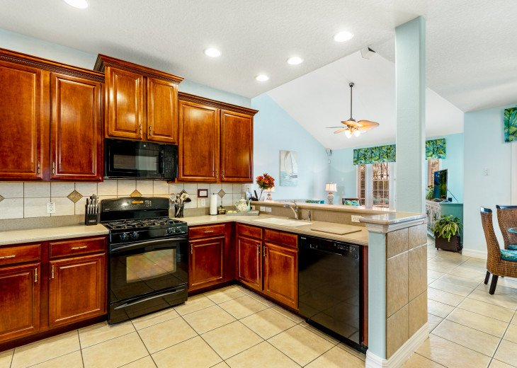 Lakeview Retreat, luxury villa, large pool, game room and cookout area #12