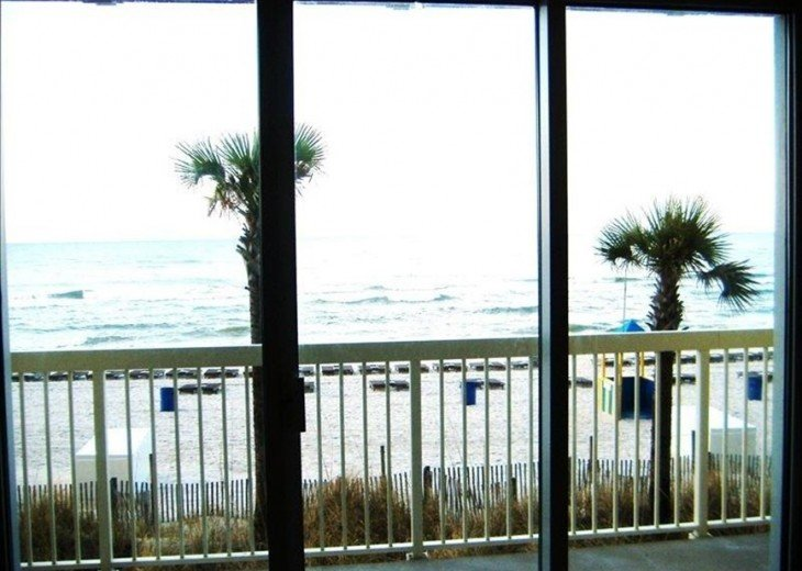 Beachfront. Sleeps 6. Low Floor. Great View. Winter Months Available @ $100 Off! #18