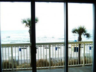 Beachfront. Sleeps 6. Low Floor. Great View. Winter Months Available @ $100 Off! #1