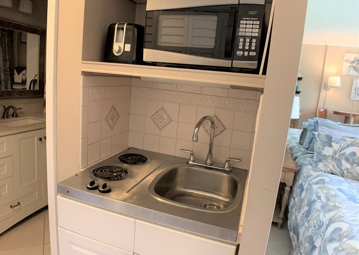 Kitchenette with Microwave & Toaster