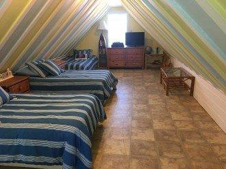 Loft bedroom W/ 3 twin beds