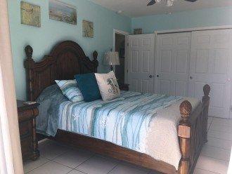 Blue room w/Queen bed