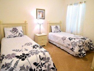 5 bedroom house, Pool with Spa, Gamesroom #1