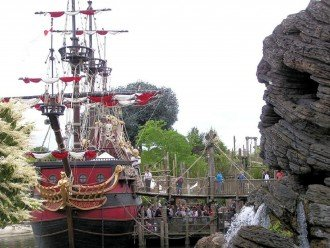 PIRATE SHIP EXCURSIONS IN HARBOR GREAT FOR THE ENTIRE FAMILY.