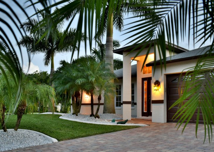Villa Florida Vacation - Last Minute Prices in August -Lake front with Pool #42