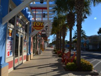Stroll through Pier Park for shopping, dining and fun!