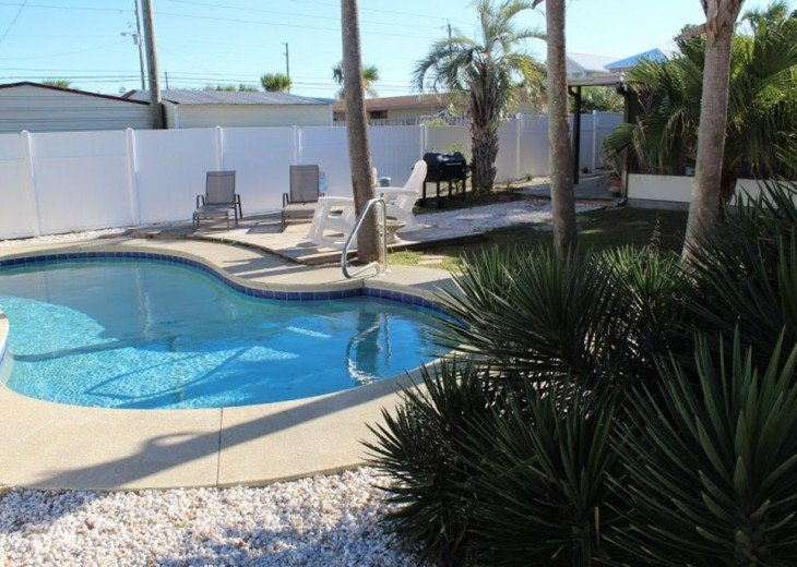 Newly Remodeled Private House w/pool, 200 ft from Beach! WiFi Screened Fla Room #19