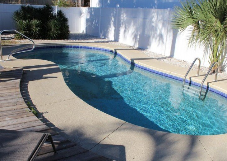 Newly Remodeled Private House w/pool, 200 ft from Beach! WiFi Screened Fla Room #7
