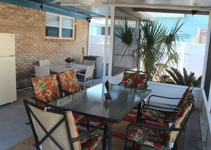 Newly Remodeled Private House w/pool, 200 ft from Beach! WiFi Screened Fla Room #18